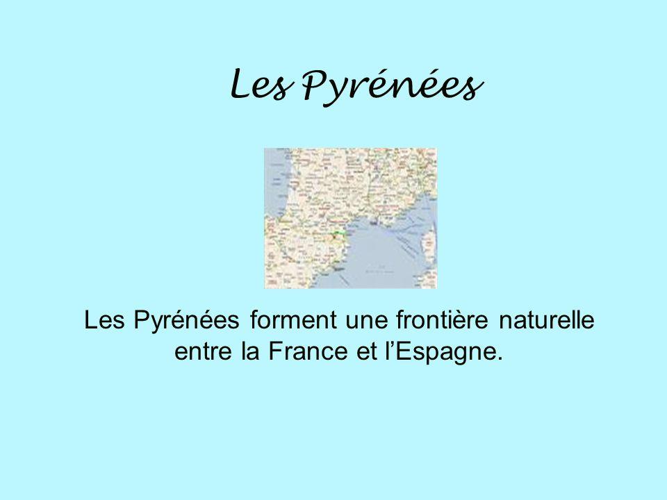 Les Pyrénées Les Pyrénées forment une frontière naturelle entre la France et l'Espagne.