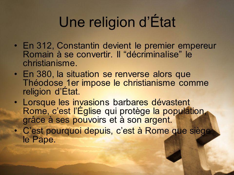 Une religion d'État En 312, Constantin devient le premier empereur Romain à se convertir. Il décriminalise le christianisme.