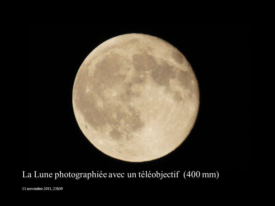 La Lune photographiée avec un téléobjectif (400 mm)