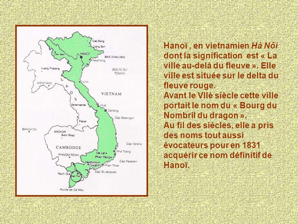 Hanoï , en vietnamien Hà Nôi dont la signification est « La ville au-delà du fleuve ». Elle ville est située sur le delta du fleuve rouge.