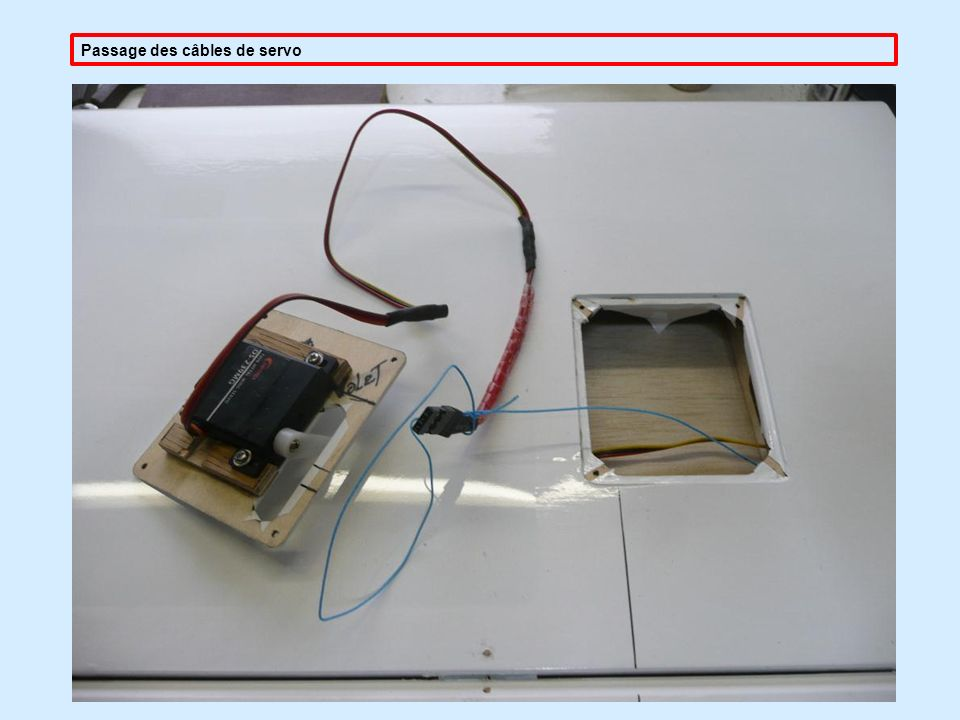 Passage des câbles de servo