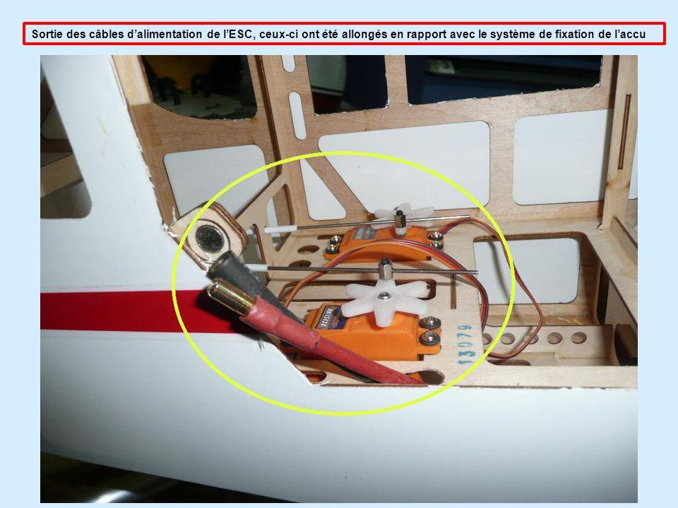 Sortie des câbles d'alimentation de l'ESC, ceux-ci ont été allongés en rapport avec le système de fixation de l'accu