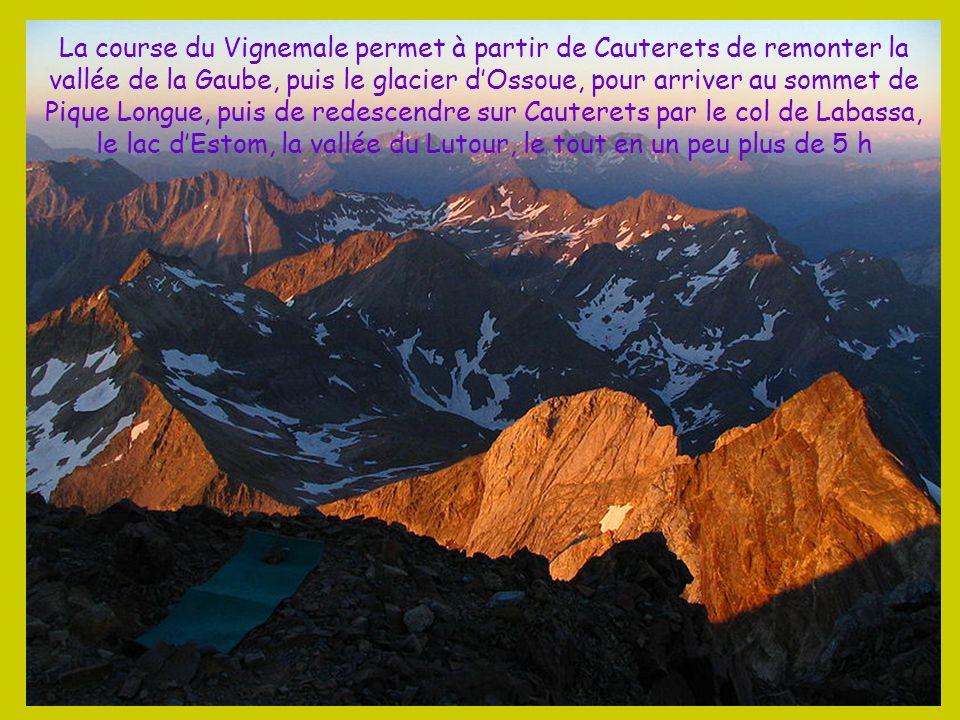 La course du Vignemale permet à partir de Cauterets de remonter la vallée de la Gaube, puis le glacier d'Ossoue, pour arriver au sommet de Pique Longue, puis de redescendre sur Cauterets par le col de Labassa, le lac d'Estom, la vallée du Lutour, le tout en un peu plus de 5 h