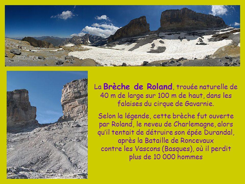 La Brèche de Roland, trouée naturelle de 40 m de large sur 100 m de haut, dans les falaises du cirque de Gavarnie.