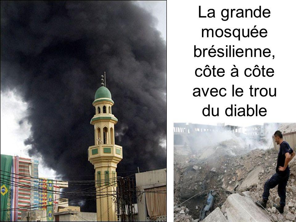 La grande mosquée brésilienne, côte à côte avec le trou du diable