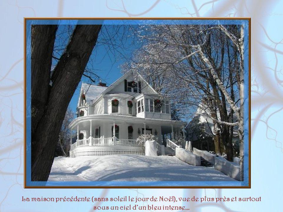 La maison précédente (sans soleil le jour de Noël), vue de plus près et surtout sous un ciel d'un bleu intense…