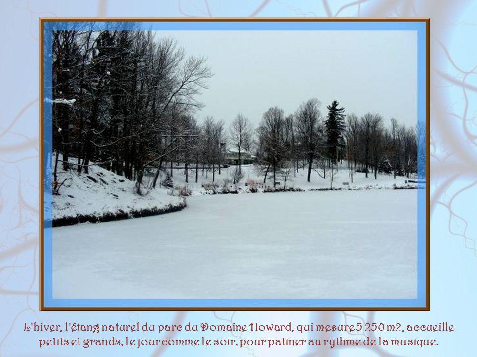 L hiver, l étang naturel du parc du Domaine Howard, qui mesure 5 250 m2, accueille petits et grands, le jour comme le soir, pour patiner au rythme de la musique.
