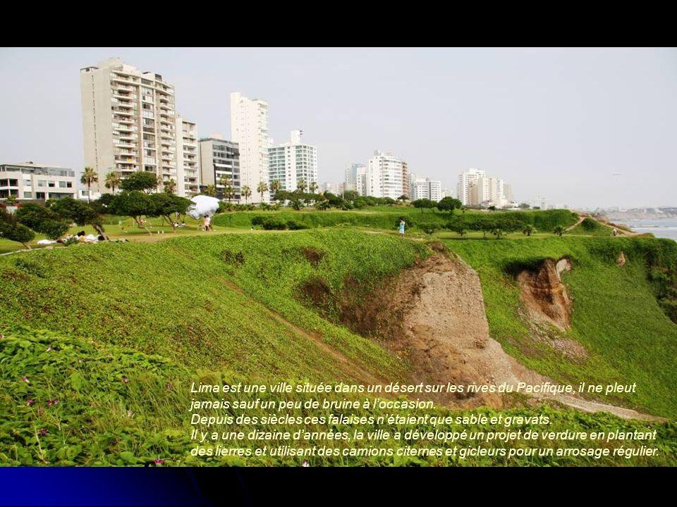 Lima est une ville située dans un désert sur les rives du Pacifique, il ne pleut jamais sauf un peu de bruine à l'occasion.