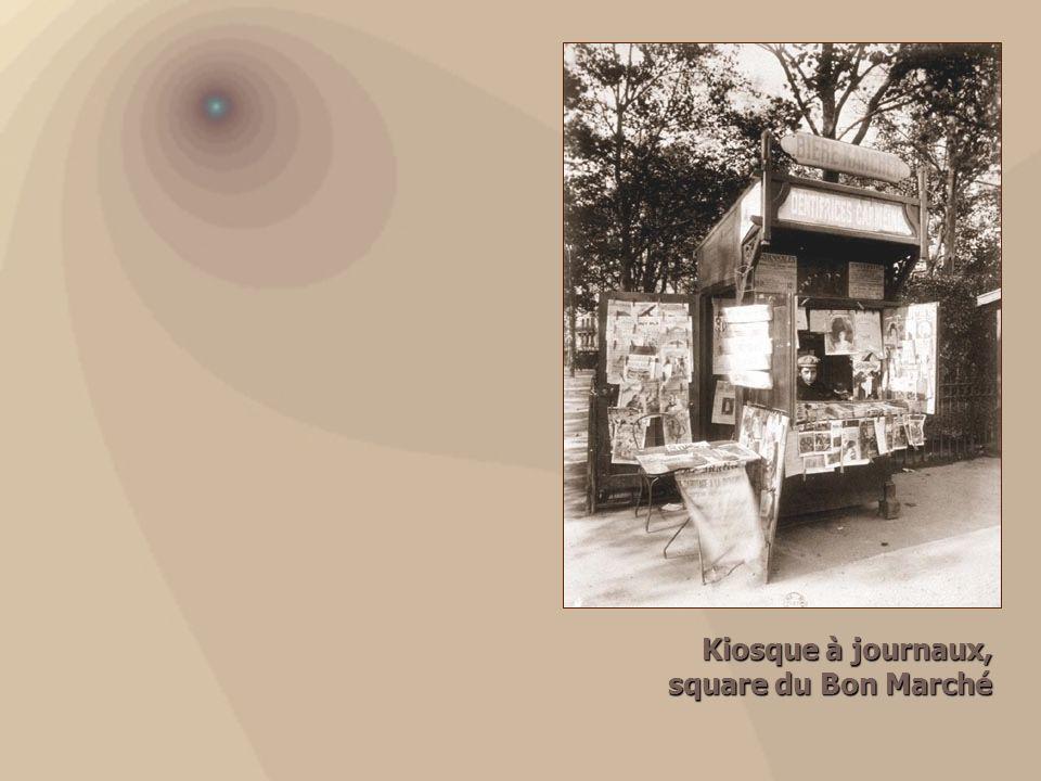 Kiosque à journaux, square du Bon Marché