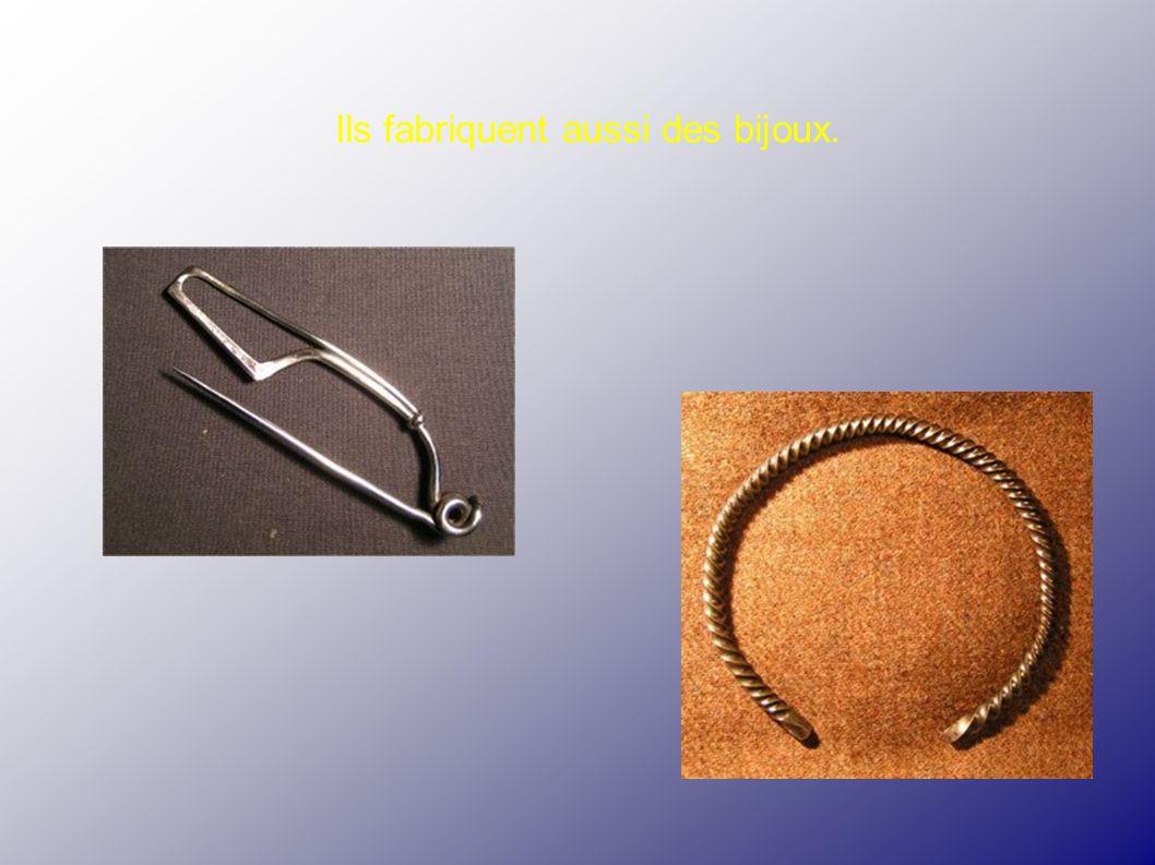 Ils fabriquent aussi des bijoux.