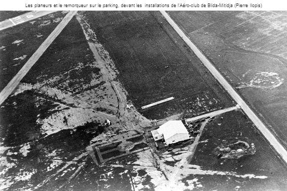 Les planeurs et le remorqueur sur le parking, devant les installations de l Aéro-club de Blida-Mitidja (Pierre llopis)