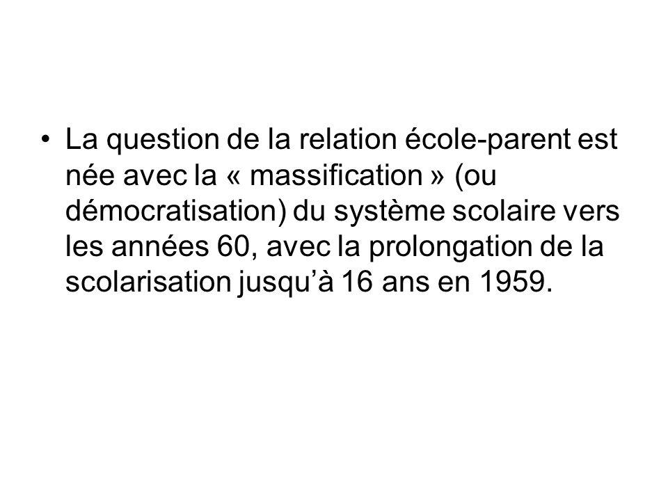 La question de la relation école-parent est née avec la « massification » (ou démocratisation) du système scolaire vers les années 60, avec la prolongation de la scolarisation jusqu'à 16 ans en 1959.