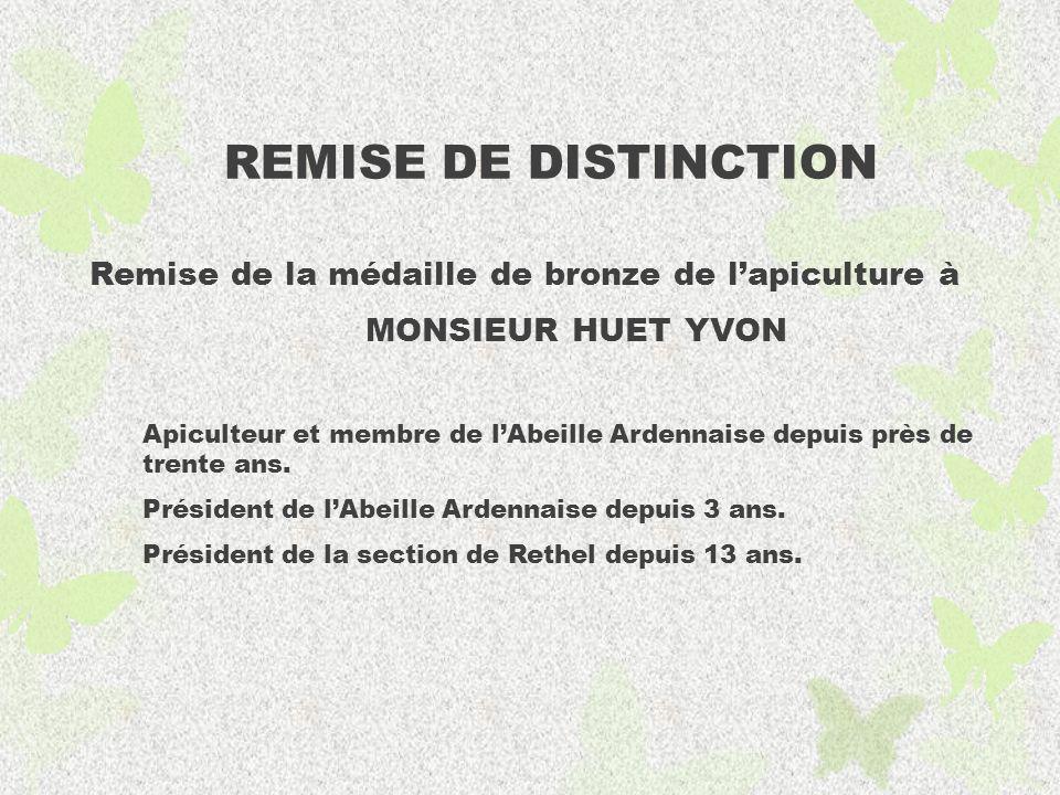 REMISE DE DISTINCTION Remise de la médaille de bronze de l'apiculture à. MONSIEUR HUET YVON.