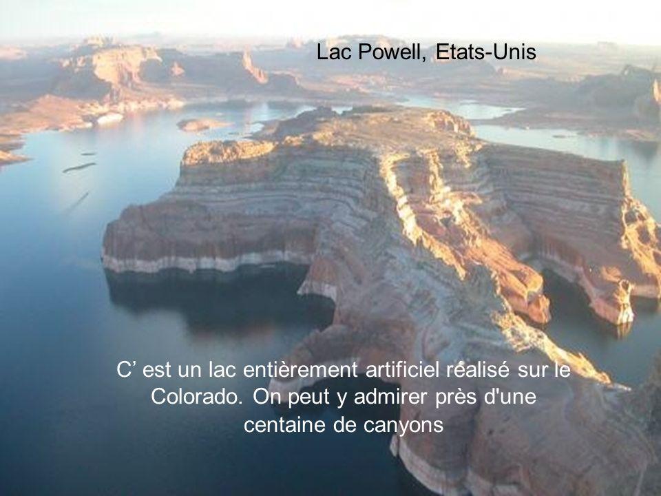 Lac Powell, Etats-Unis C' est un lac entièrement artificiel réalisé sur le Colorado.