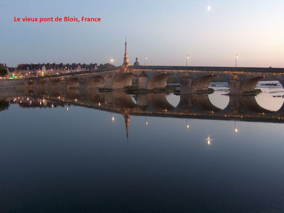 Le vieux pont de Blois, France