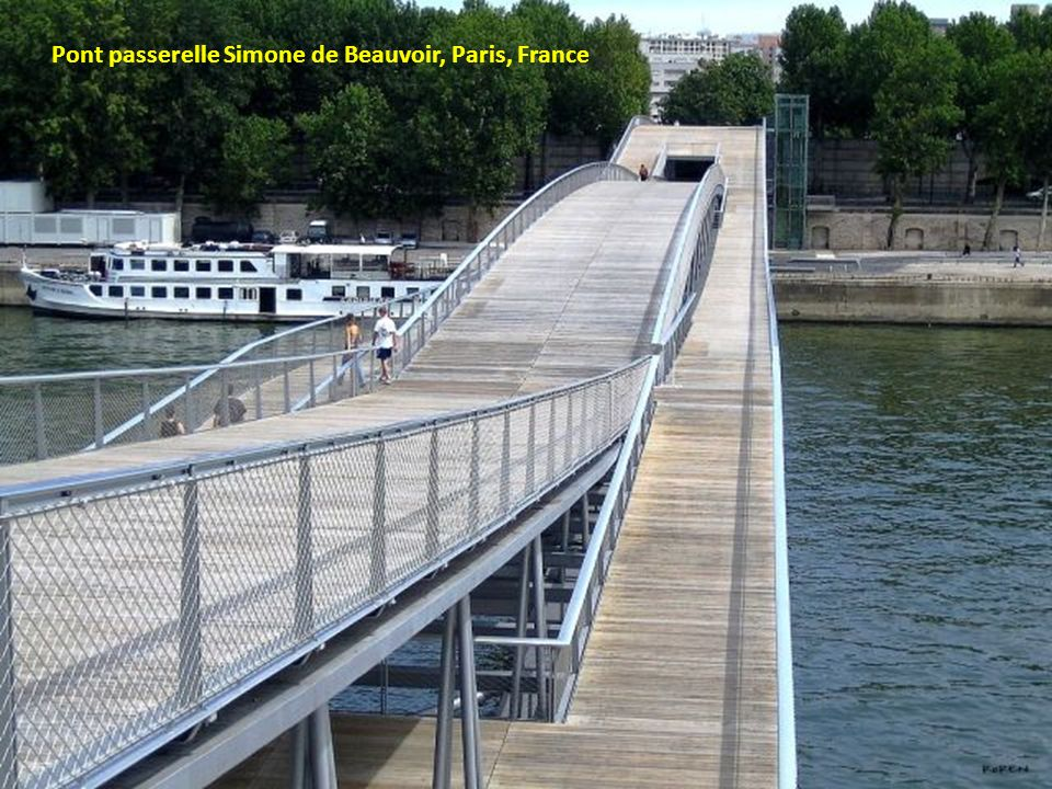 Pont passerelle Simone de Beauvoir, Paris, France