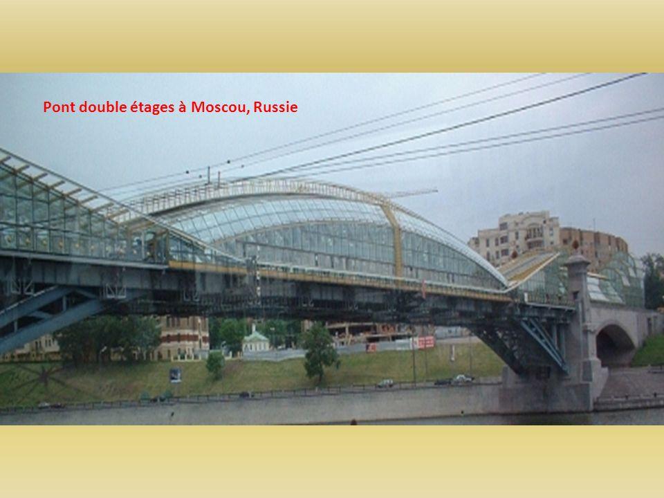 Pont double étages à Moscou, Russie