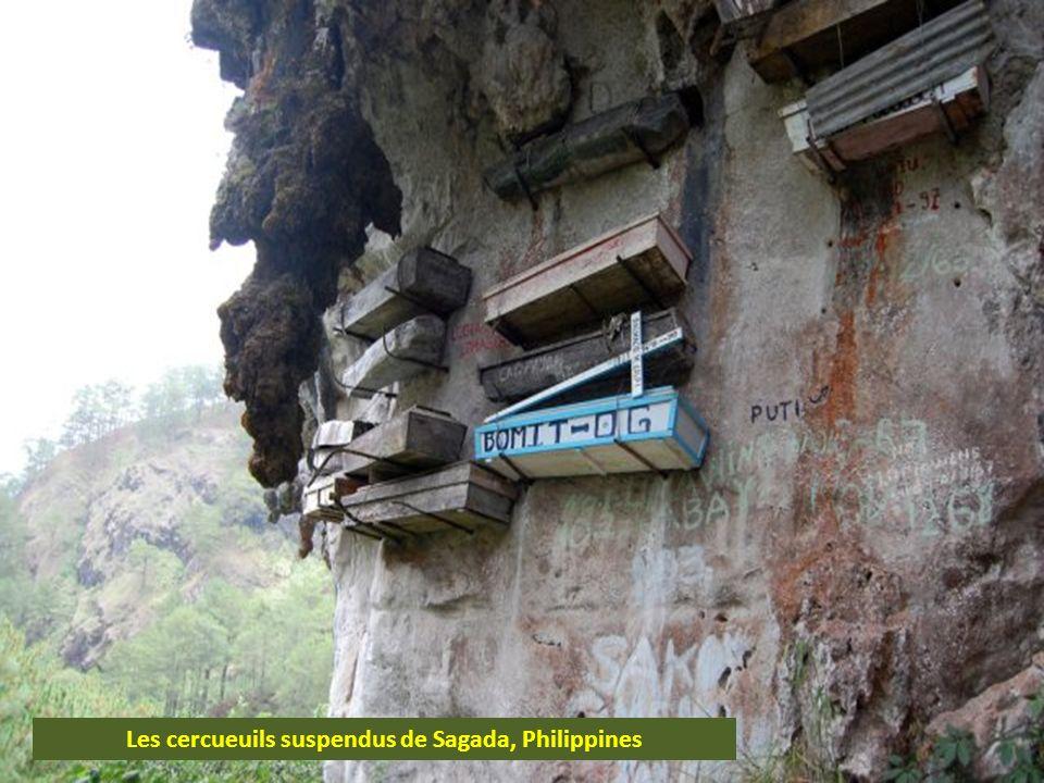 Les cercueuils suspendus de Sagada, Philippines