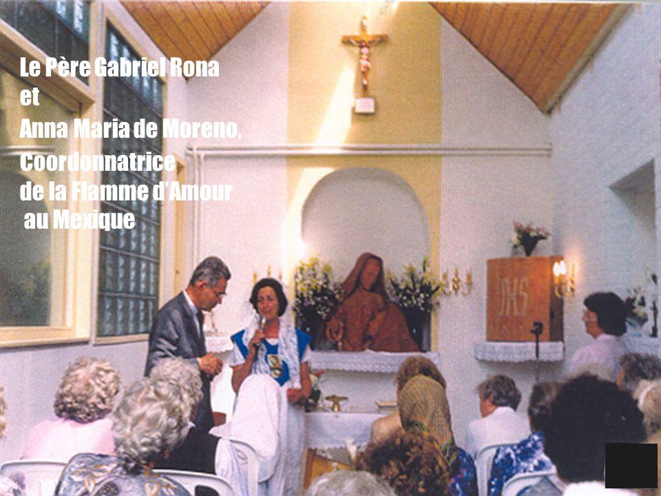 Le Père Gabriel Rona et Anna Maria de Moreno, coordonnatrice de la Flamme d'Amour au Mexique