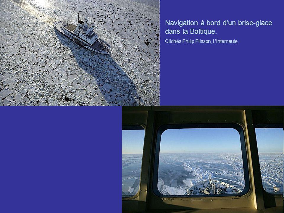 Navigation à bord d'un brise-glace dans la Baltique.