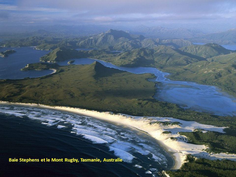 Baie Stephens et le Mont Rugby, Tasmanie, Australie