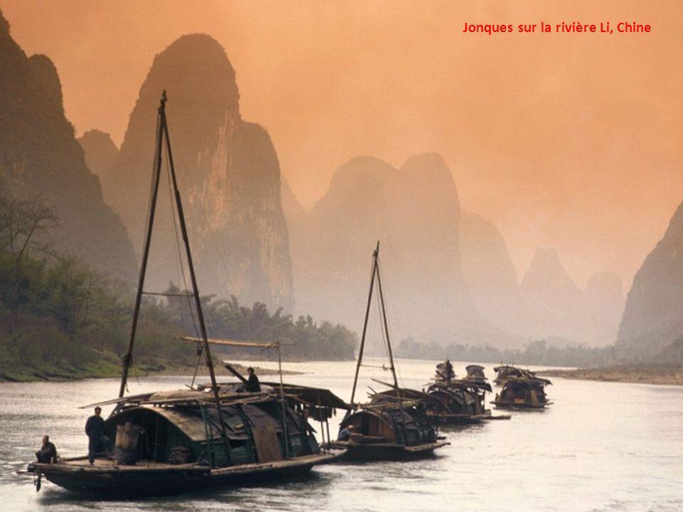 Jonques sur la rivière Li, Chine
