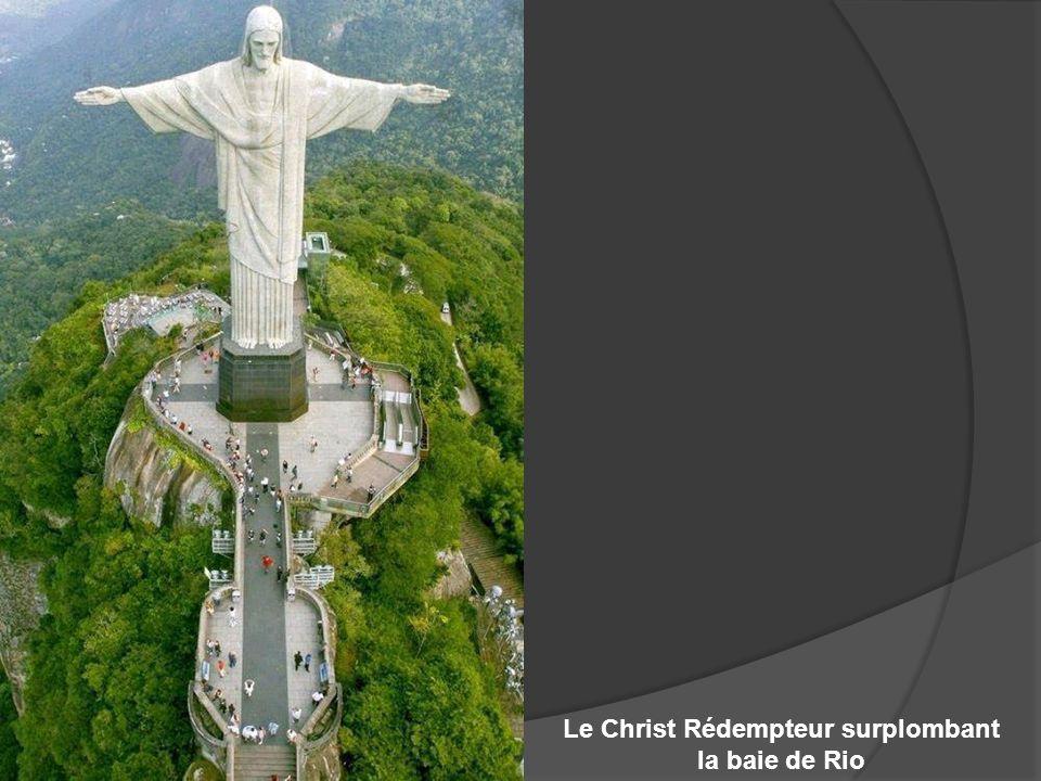 Le Christ Rédempteur surplombant