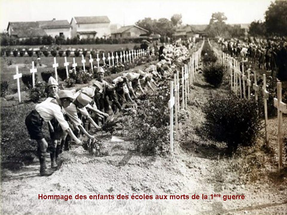 Hommage des enfants des écoles aux morts de la 1ère guerre