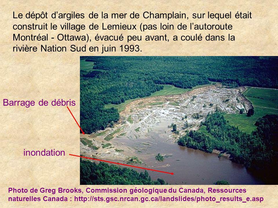 Le dépôt d'argiles de la mer de Champlain, sur lequel était construit le village de Lemieux (pas loin de l'autoroute Montréal - Ottawa), évacué peu avant, a coulé dans la rivière Nation Sud en juin 1993.