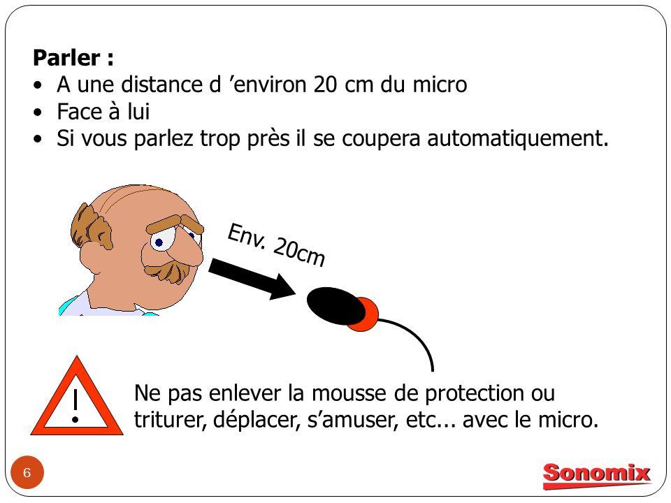 Parler : A une distance d 'environ 20 cm du micro. Face à lui. Si vous parlez trop près il se coupera automatiquement.