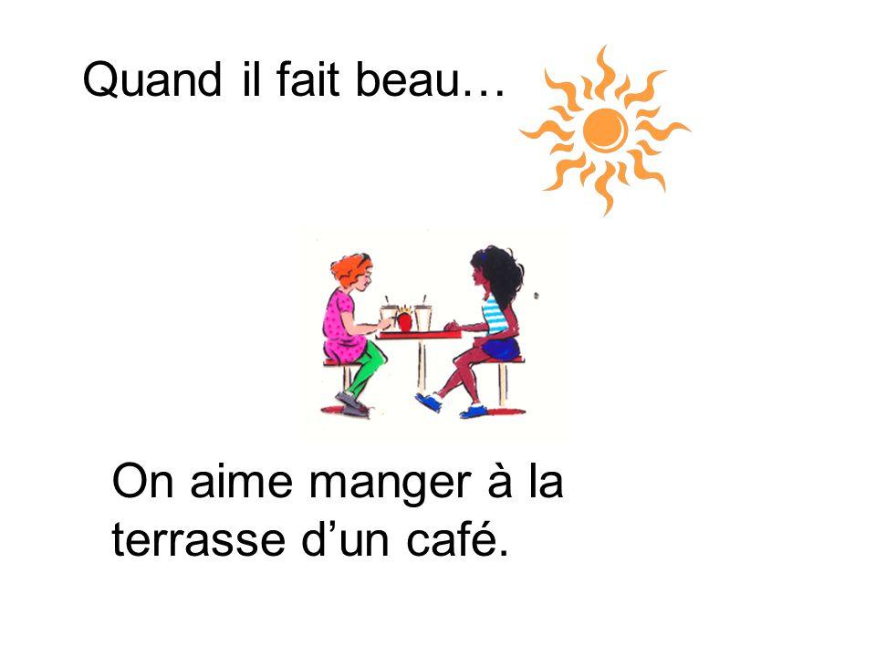 Quand il fait beau… On aime manger à la terrasse d'un café.