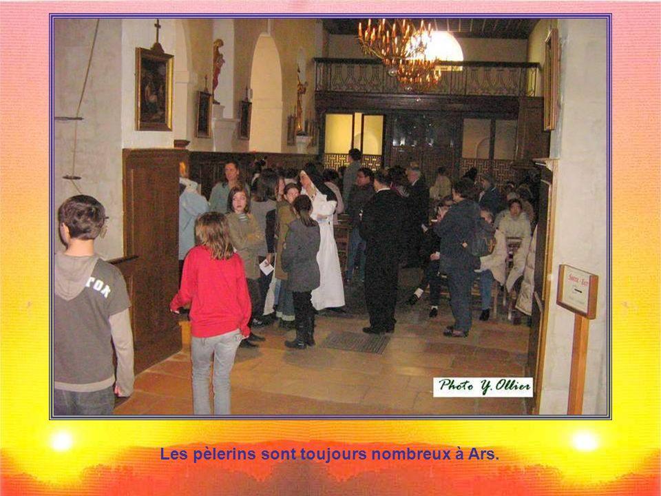 Les pèlerins sont toujours nombreux à Ars.