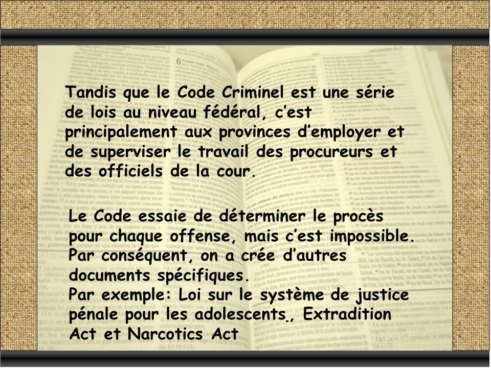 Tandis que le Code Criminel est une série de lois au niveau fédéral, c'est principalement aux provinces d'employer et de superviser le travail des procureurs et des officiels de la cour.