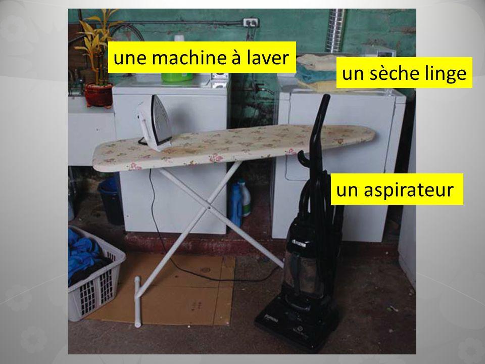une machine à laver un sèche linge un aspirateur