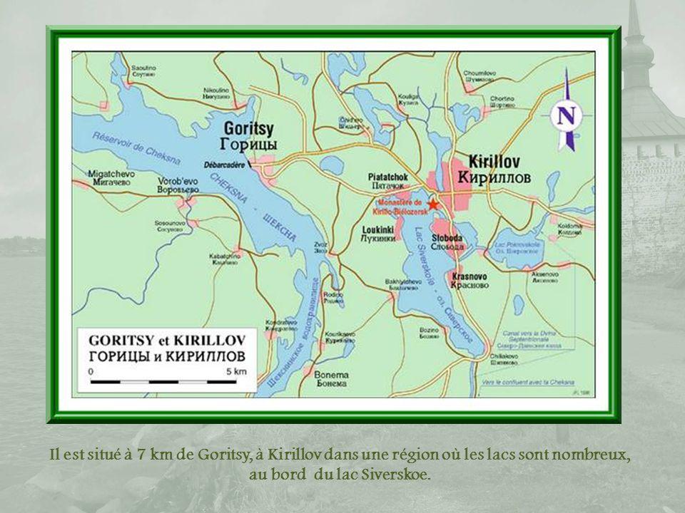 Il est situé à 7 km de Goritsy, à Kirillov dans une région où les lacs sont nombreux, au bord du lac Siverskoe.