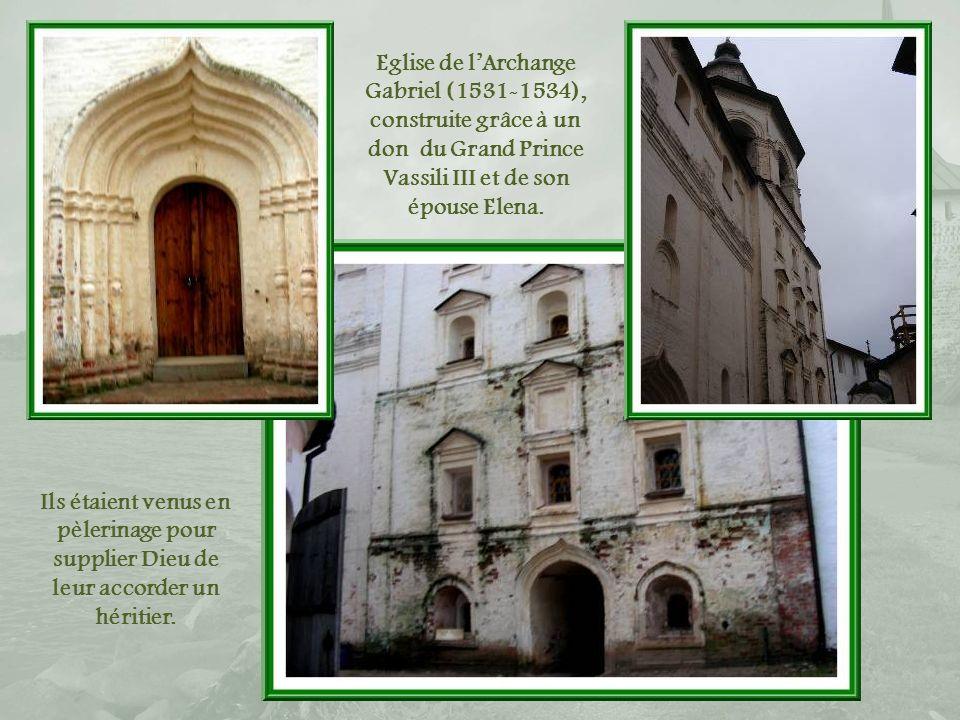 Eglise de l'Archange Gabriel (1531-1534), construite grâce à un don du Grand Prince Vassili III et de son épouse Elena.