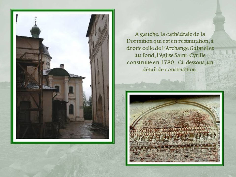 A gauche, la cathédrale de la Dormition qui est en restauration, à droite celle de l'Archange Gabriel et au fond, l'église Saint-Cyrille construite en 1780.