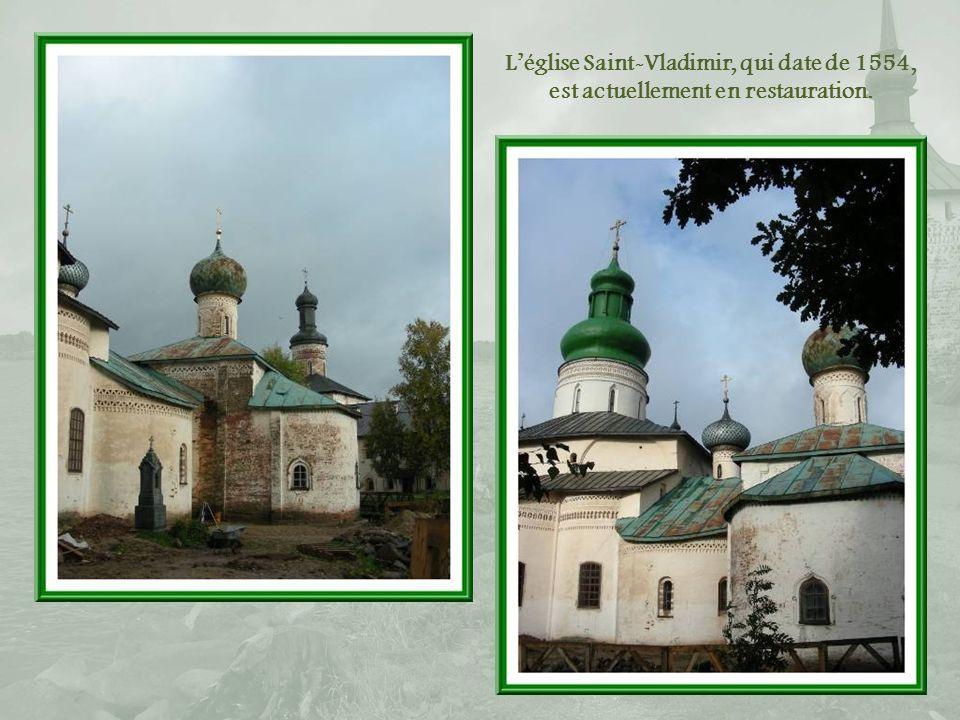 L'église Saint-Vladimir, qui date de 1554, est actuellement en restauration.