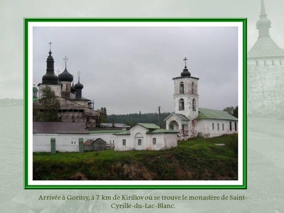 Arrivée à Goritsy, à 7 km de Kirillov où se trouve le monastère de Saint-Cyrille-du-Lac-Blanc.