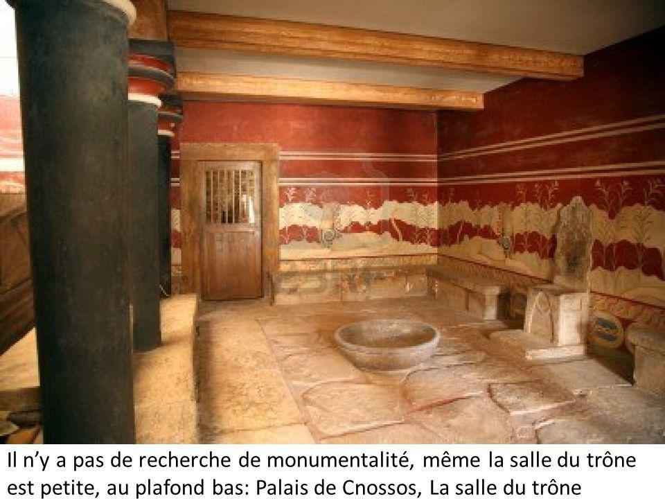 Il n'y a pas de recherche de monumentalité, même la salle du trône est petite, au plafond bas: Palais de Cnossos, La salle du trône