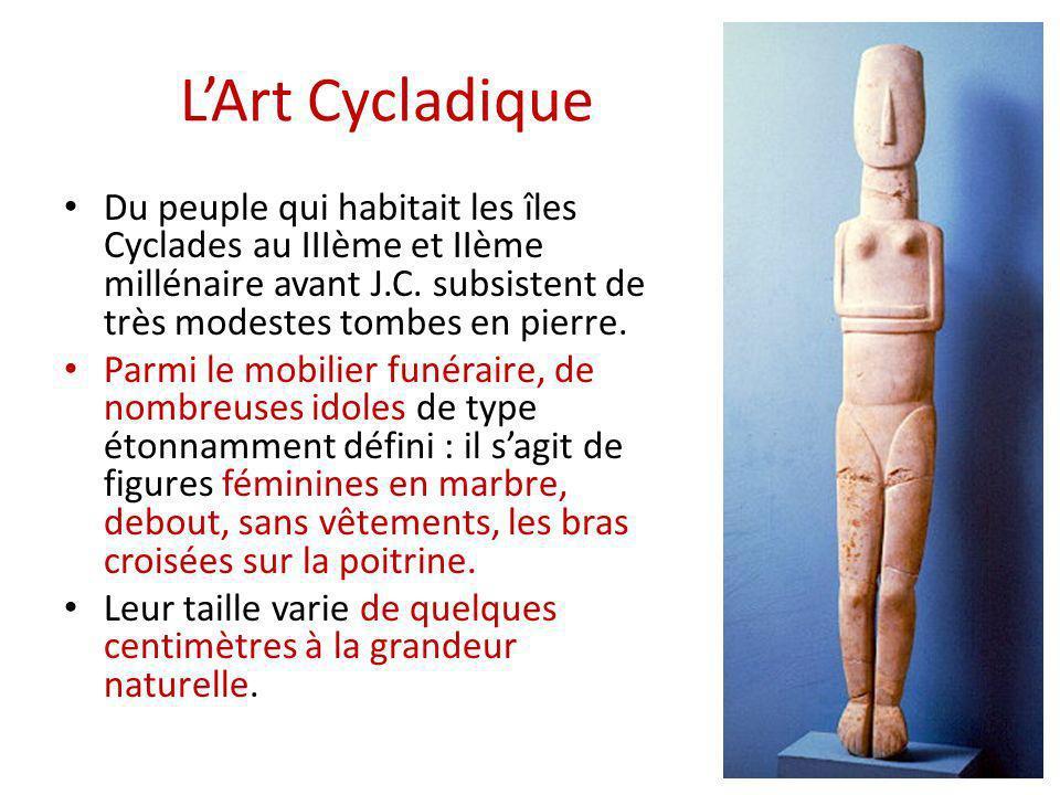 L'Art Cycladique Du peuple qui habitait les îles Cyclades au IIIème et IIème millénaire avant J.C. subsistent de très modestes tombes en pierre.