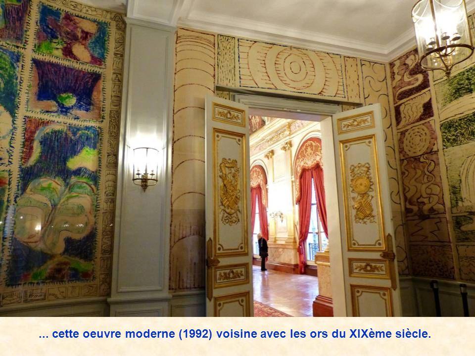 ... cette oeuvre moderne (1992) voisine avec les ors du XIXème siècle.