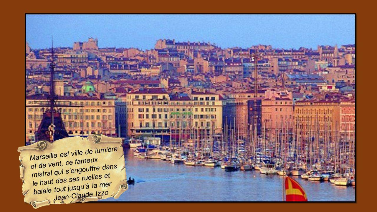 Marseille est ville de lumière et de vent, ce fameux mistral qui s'engouffre dans le haut des ses ruelles et balaie tout jusqu'à la mer