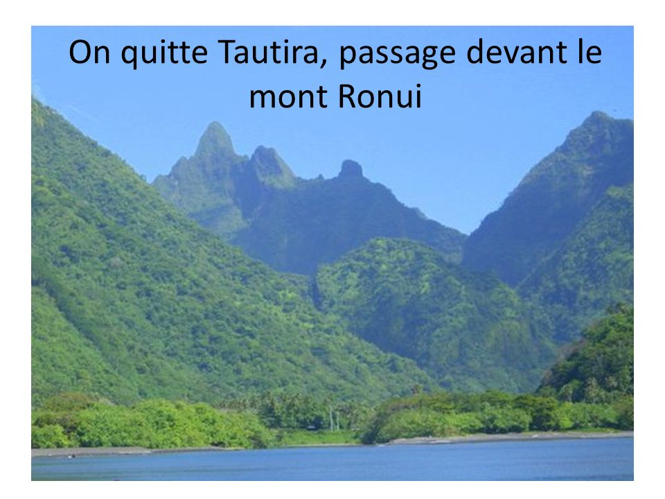 On quitte Tautira, passage devant le mont Ronui