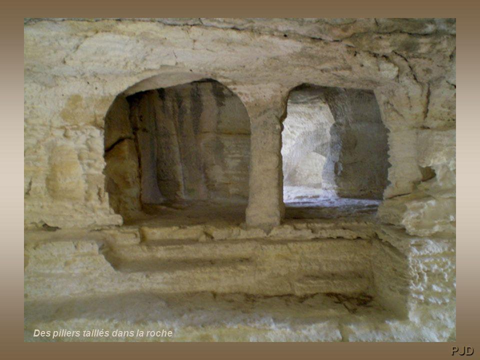Des piliers taillés dans la roche