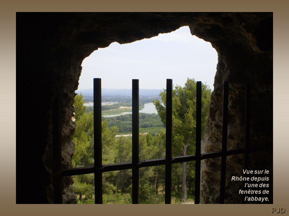 Vue sur le Rhône depuis l'une des fenêtres de l'abbaye.