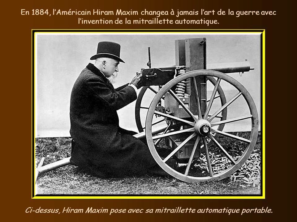 Ci-dessus, Hiram Maxim pose avec sa mitraillette automatique portable.