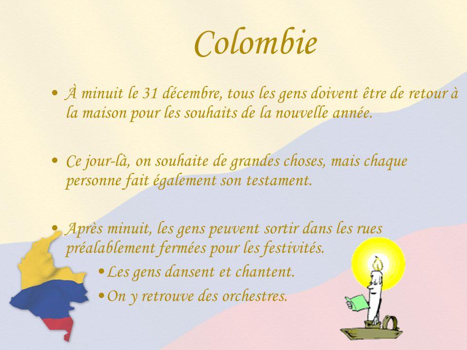 Colombie À minuit le 31 décembre, tous les gens doivent être de retour à la maison pour les souhaits de la nouvelle année.