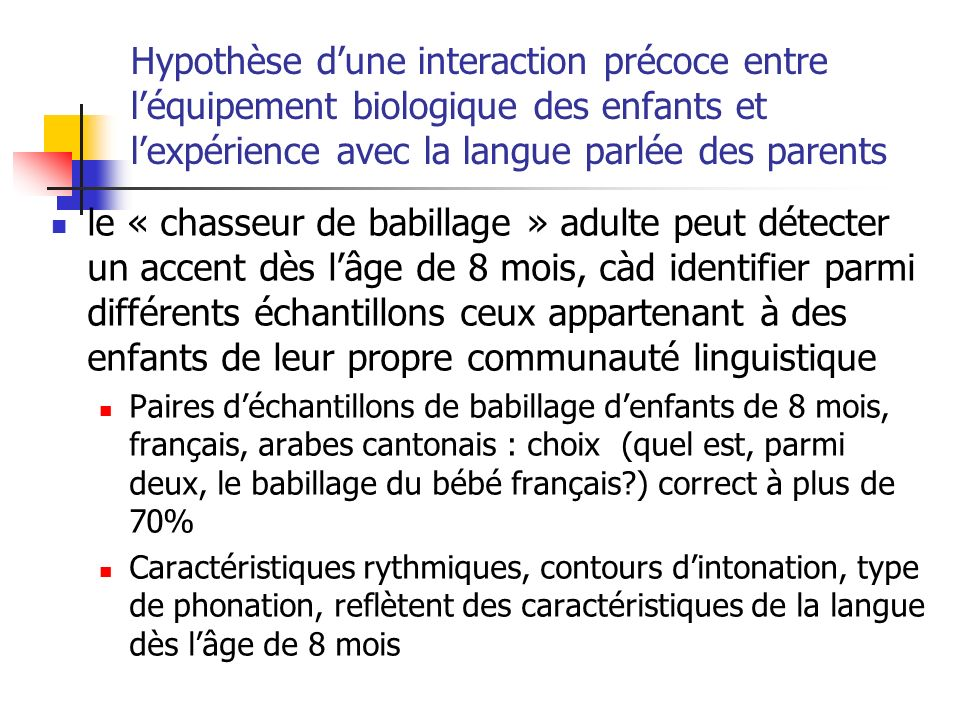 Hypothèse d'une interaction précoce entre l'équipement biologique des enfants et l'expérience avec la langue parlée des parents