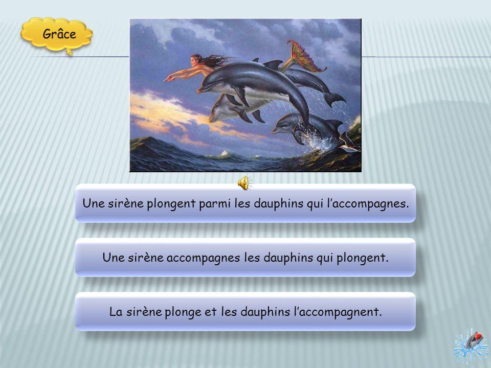 Une sirène plongent parmi les dauphins qui l'accompagnes.